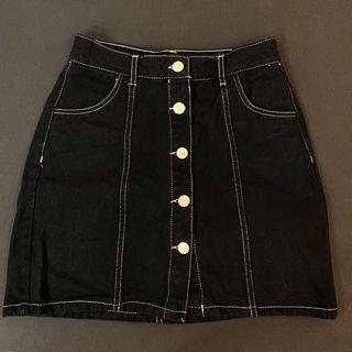 Bershka排扣黑色短裙