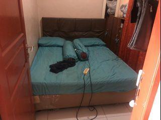 Kasur atas dan ranjang