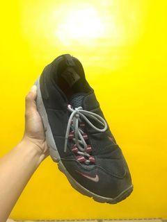 Nike footscape 側綁