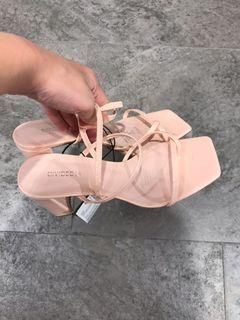 Sepatu heel h & m divided pink original