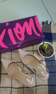 Sepatu heels Fioni
