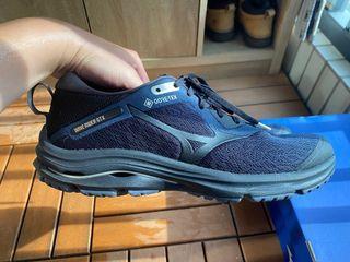 Mizuno 防水跑步鞋