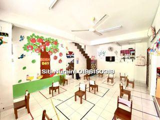 "2-Storey Corner Lot @ ""D'Punchak Putra"" Bandar Seri Putra"