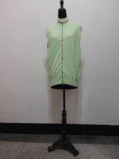 九成新~ 義大利製品牌 ZegnaSport 淺綠色 無袖運動背心 -- 男女皆可穿 -- 尺寸: L