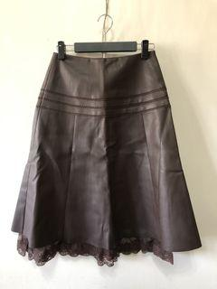 專櫃及膝蕾絲邊皮裙 M號
