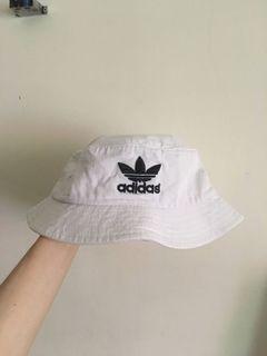 Adidas 白色漁夫帽 #618