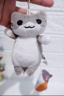 Ganci boneka kucing abu