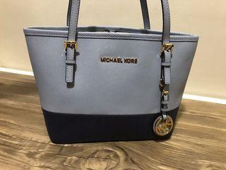 Michael Kors Bag Almost New!!!