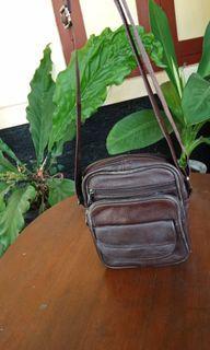 Preloved tas kulit coklat cowok sling bag