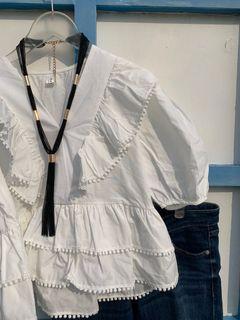 白色荷葉造型短版V領襯衫