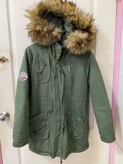 軍綠色鋪棉外套