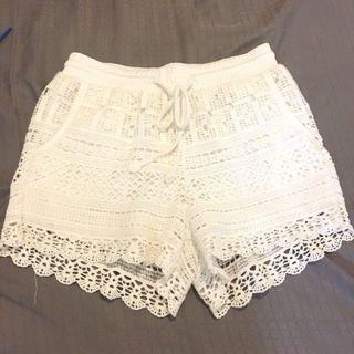 蕾絲雕花短褲 白色短褲