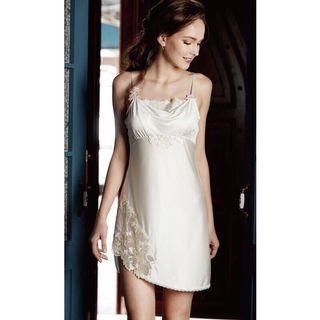 華歌爾 莎露 仙女睡衣 絲質睡衣  全新M號。  華歌爾官網購入  香檳色