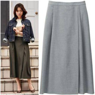 Authentic Uniqlo pleated wide leg flare pants in grey