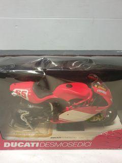 Newray 1:6 diecast ducati desmosedici mototbike