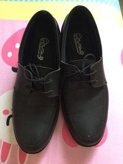 Sepatu Hitam (Pantofel)