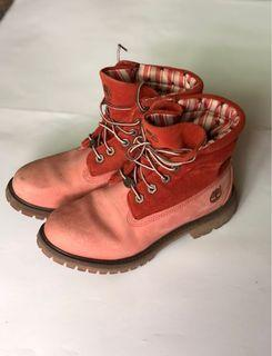 Timberland 粉紅短靴