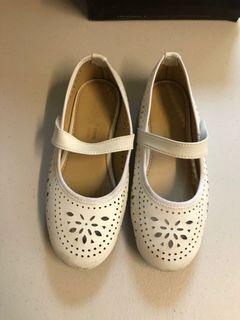 大童氣質小白鞋小皮鞋 8成新 #東京
