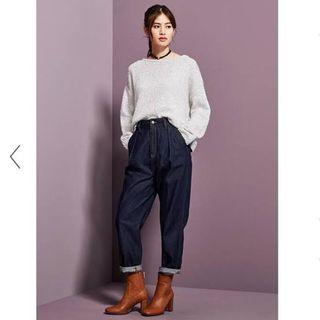 Authentic GU by Uniqlo high waisted baggy jeans
