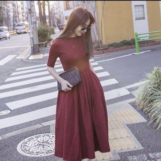 Mercci22紅色素面雙口袋赫本洋裝