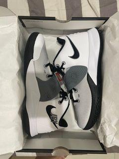 Nike kyrie訓練籃球鞋
