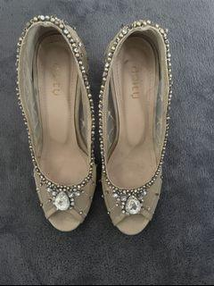 Preloved Adity Shoes Beaded Heels in Beige