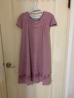 粉色及膝孕婦洋裝