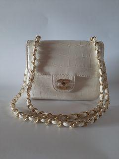 Chanel bag white no holo