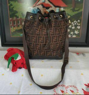 Fendi Vintage Serut Selempang - Bekas Second Preloved Original Authentic