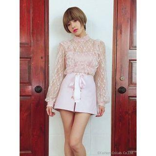 「二手」日系Lily Brown 日系雜誌款透膚上衣 黑色白色個1件