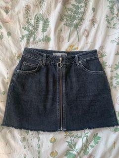 Topshop Front-zip Distressed Denim Skirt - US Petite sz 6