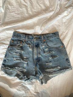 Vintage Levi's ripped shorts!