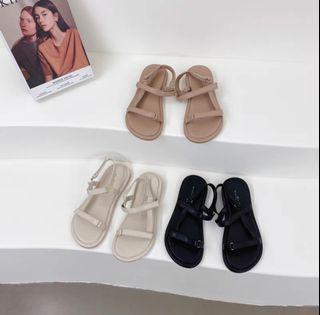 2021年新款一字扣带軟底舒適法式淑女鞋