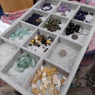 串珠材料手工藝材料~一盤全部380元 非專業人士所以無法一一回答每件商品的材質請見諒可接受買家再下單購買感恩🙏