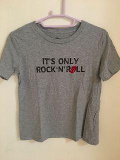 GU 搖滾字母大嘴短袖T恤