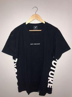 tshirt navy by the executive