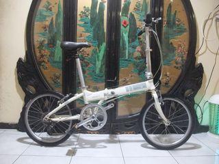 7005鋁合金20吋 dahon vd7 7速折疊腳踏車桃園自取附車燈全新攜車袋,水壺,碼錶,隨身打氣筒,洗鍊盒,椅墊套,手套