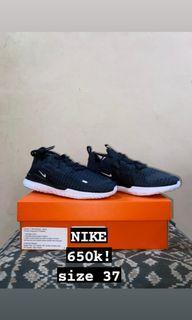 BNWB Sepatu Nike Size 37