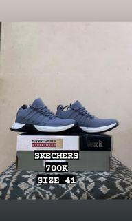BNWB Sepatu Skechers Size 41
