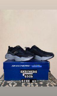 BNWB Sepatu Skechers Size 42