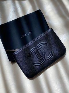 Chanel限量小款黑色大logo一字拉鍊萬用皮件