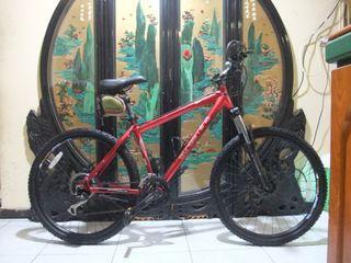 7005鋁合金26吋台灣製shimano 24段變速避震碟煞腳踏車桃園自取適合身高160-175桃園自取 8*3 speed aluminum bicycle disc  brakes size s  Taoyuan Station