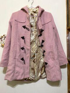 日款粉色牛角大衣外套