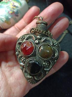 早期老藏銀鑲寶石鼻煙壺