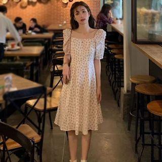 白色碎花洋裝