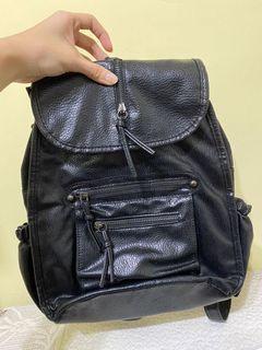 全新 黑色皮革後背包