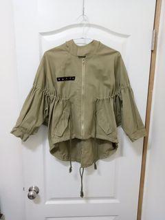 品牌超好看顯瘦軍外套前短後長雙口袋寬袖Rstyle Woman品牌