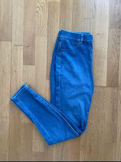 Blue stretchy jeans (uniqlo)