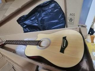 Good as new 38inch Acoustic Guitar with bag (glue mark)