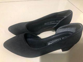 氣質OL必備[9.5成新轉賣]黑色粗中跟鞋23號偏大#618